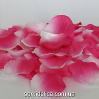Лепестки розы, розовый яркий