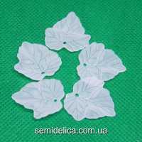 Бусины подвески акрил 24х22,5х3 мм Листочек, белый